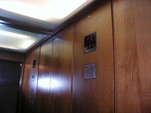 Cabina ascensore hotel Milano