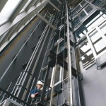 Intervento di manutenzione su un ascensore
