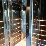 Piattaforma elevatrice panoramica realizzata in via della Spiga a Milano 3